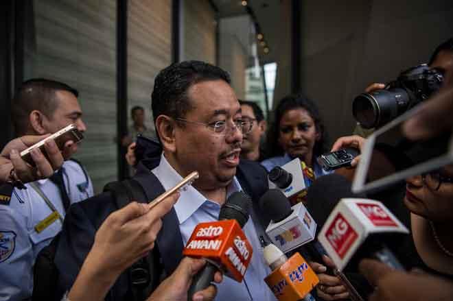 Ismail ditemui pemberita selepas bertemu Majlis Penasihat Kerajaan di Kuala Lumpur semalam. — Gambar Bernama