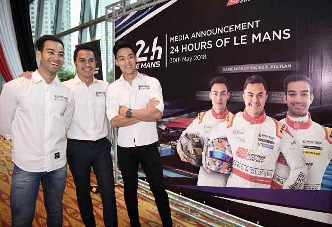 Pelumba Jackie Chan Racing X Jota Team, (dari kiri) Nabil Jeffri, Jazeman dan Weiron Tan ketika Majlis Sesi Perkenalan Media 24 Hours of Le Mans dan Majlis Iftar Litar Antarabangsa Sepang, Kuala Lumpur pada 30 Mei lepas. — Gambar Bernama