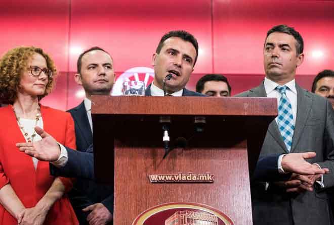 Zaev bercakap semasa sidang media di bangunan kerajaan di Skopje, Macedonia kelmarin. — Gambar AFP