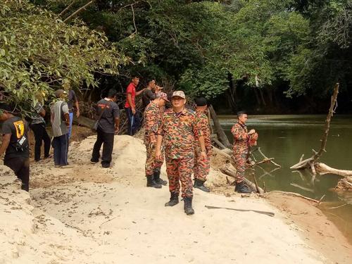 Operasi SAR mencari seorang lelaki yang dilapor hilang di kawasan rumah Mujan, Skrang sedang dijalankan oleh pihak bomba.
