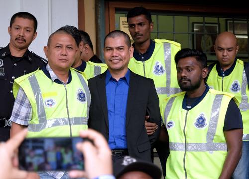 Majistret Raja Noor Adilla Raja Mahyaldin turut memerintahkan Jamal yang dikawal ketat oleh 20 pegawai dan 40 anggota polis, dipenjara sebulan sekiranya gagal membayar denda.