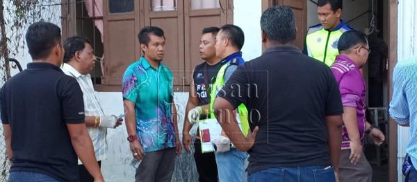 Pihak polis sedang menjalankan siasatan  di lokasi kejadian petang tadi.