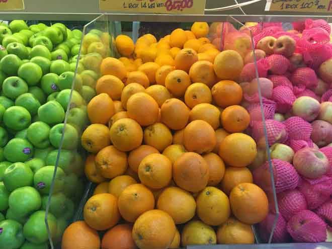 Buahan sitrus mempunyai kandungan vitamin C yang tinggi.