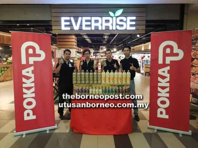 (Dari kiri) James, Alex, Boon dan Kelvin memperkenalkan Jerayawara Pokka di Everrise Vivacity.