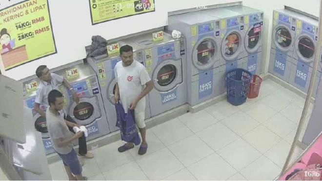 Gambar yang disiarkan BH Online menunjukkan GAMBAR tiga suspek lelaki berdasarkan rakaman video penganiayaan seekor kucing yang dimasukkan dalam mesin pengering kedai dobi layan diri.
