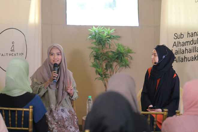 Ayesha Syahira dan Mizz Nina (kanan) dalam 'Dua's of the Believer '.