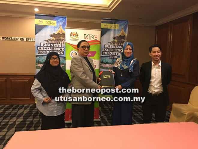 Workshop On Effective Communication For Business Excellence 2018' pada satu majlis di Kuching, semalam.