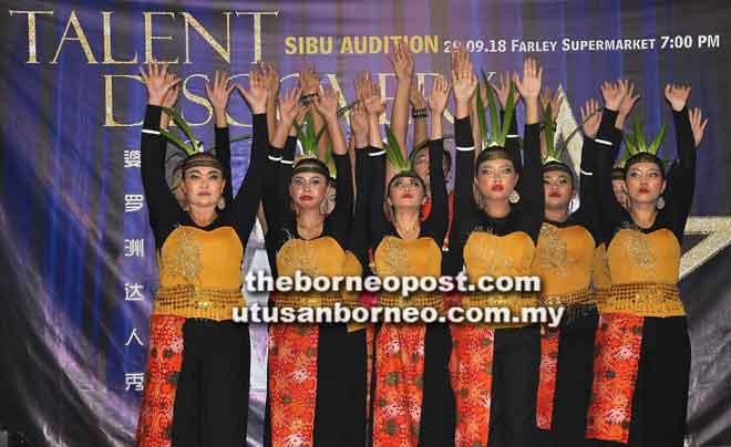 Persembahan tarian tradisional Melayu oleh salah satu kumpulan yang mengambil bahagian dalam BTA 2018.