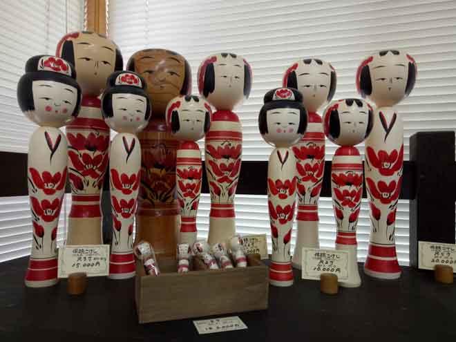 Kokeshi Doll Permainan Tradisional Kanak Kanak Jepun Utusan