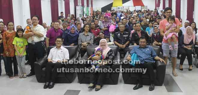 Pengawa nyuaka 'Kit Reading Seeds' diatur Pusaka Nengeri Sarawak nengah kerejasama Opis Residen Bagi Menua Sarikei diatur ba SIC Sarikei, kemari.