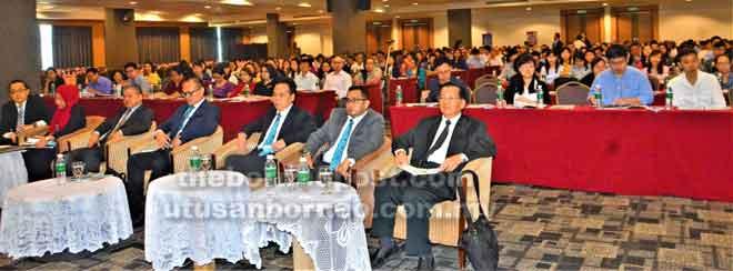 Para pengamal percukaian semasa menghadiri SPK di Sibu, semalam.
