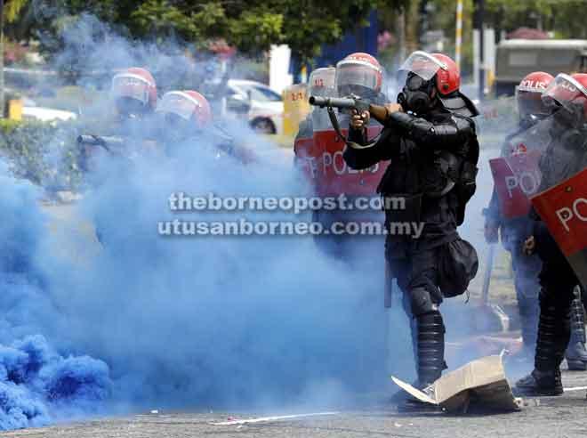 Anggota Unit Pencegah Rusuhan Awam (PORU) dikerah untuk menangani demonstrasi rusuhan yang dijalankan sempena Ex-Rampas LTAK 2018, semalam.