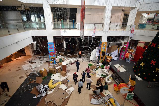 Kelihatan keadan berselerak selepas kerjadian letupan kuat di CityONE pada pukul 3.30 petang Selasa lepas. - Gambar Bernama