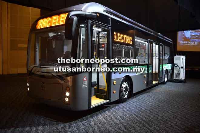 Prototaip bas elektrik CRRC yang dilancarkan, semalam yang dijangka menjalan operasi awal tahun hadapan di Kuching.