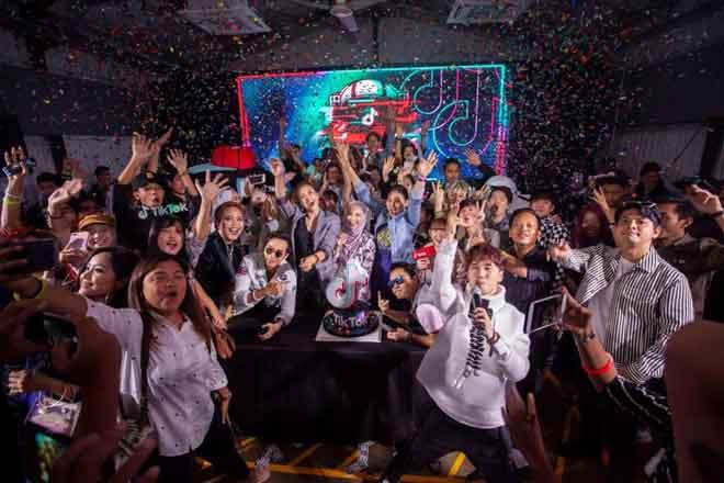 Menjemput tahun 2019 dengan penuh stail bersama para pencipta TikTok dan selebriti Malaysia.