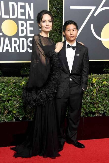 Gambar fail bertarikh 7 Januari 2018 ini menunjukkan pelakon dan pengarah Angelina Jolie (kiri) dan anak lelakinya Pax Thien Jolie-Pitt semasa Anugerah Golden Globe ke-75 yang diadakan di  Beverly Hilton Hotel di Beverly Hills, California. Anugerah Golden Globe yang ditunggu-tunggu kembali lagi dan akan disiarkan secara langsung dan meluas di saluran E!.    — Gambar AFP