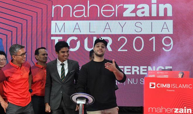 Maher Zain (kanan) pada sidang media mengenai konsert 'Maher Zain Malaysia Tours 2019'. — Gambar Bernama