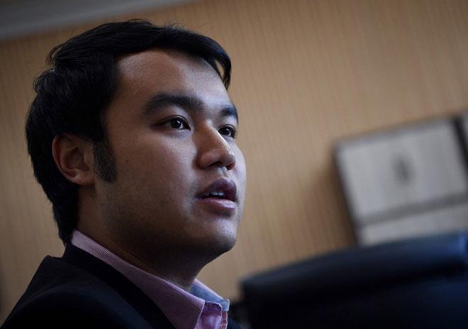Kerk Chee Yee semasa temu bual dengan Bernama mengenai projek rintis Pelan Gentian Optik dan Kesalinghubungan Negara (NFCP) di pejabatnya di Seri Negeri Ayer Keroh, baru-baru ini. — Gambar Bernama