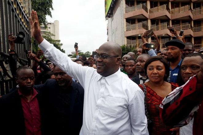 Tshisekedi, yang diumumkan sebagai pemenang pilihan raya presiden, menunjukkan reaksi kepada penyokongnya di Kinshasa, Republik Demokratik Congo, pada Khamis. — Gambar Reuters