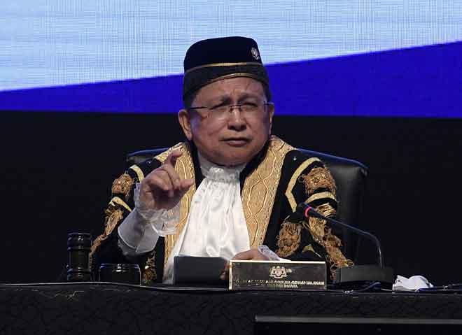 Ketua Hakim Negara Tan Sri Richard Malanjum menyampaikan ucapan pada Pembukaan Tahun Perundangan di Putrajaya, semalam. — Gambar Bernama