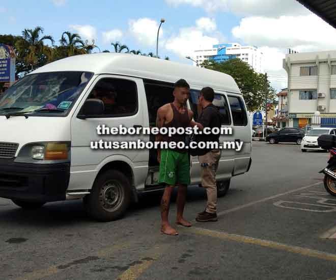 Suspek ugut ibu sendiri dibawa ke Balai Polis Pusat Miri untuk siasatan lanjut.