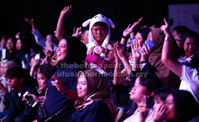 Para penonton jelas terhibur dengan persembahan oleh artis-artis yang menjayakan Konsert ATA Ke-23 di BCCK malam kelmarin.