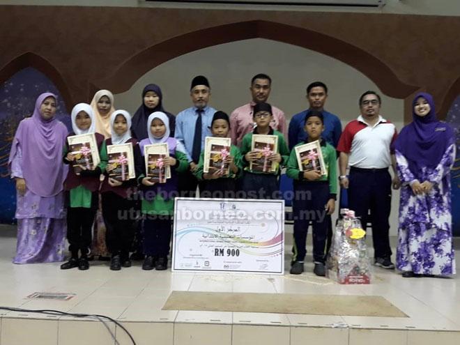 Juara Pertandingan Video Pendek Bahasa Arab Peringkat Antarabangsa 2018 menerima hadiah di sekolah baru-baru ini.