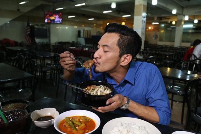 Siri baharu rancangan travelog makanan paling popular di Malaysia iaitu Jalan-Jalan Cari Makan (JJCM) yang menemui peminat setiap Ahad, jam 11.30 pagi masih mengekalkan Nazrudin Habibur Rahman (Naz Rahman) sebagai hos sesuai dengan kepetahannya mengulas tentang makanan.