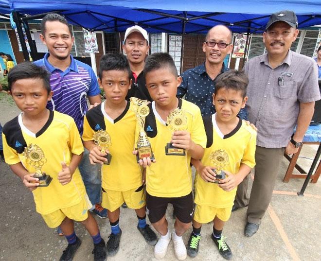 Pasukan SK Sungai Bawang muncul juara Kejohanan Sepak Takraw Peringkat Daerah Selangau.