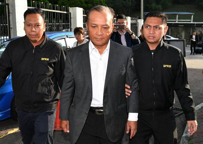 Noor mengaku tidak bersalah di Mahkamah Sesyen semalam atas dua pertuduhan menerima rasuah berupa wang ringgit RM50,000 serta sebidang tanah bernilai RM180,000  daripada sebuah syarikat pencetakan. — Gambar Bernama