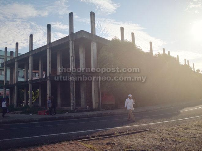 Jimmy mula menjadikan agenda menghalang pembinaan bangunan ini semenjak PRU12 sebelum memasukkan agenda merobohkan bangunan sama sebagai manifestonya pada PRU14.