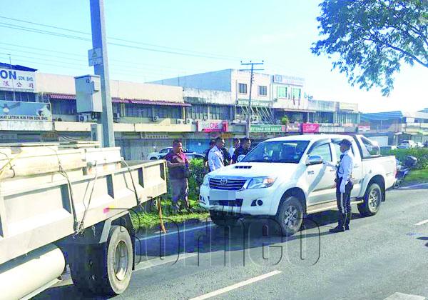 SUSPEK melarikan kenderaan pacuan empat roda majikannya berjaya dikesan oleh sepasukan polis trafik.