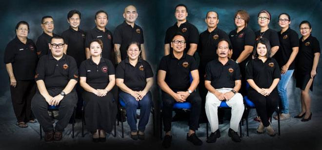 Vicky (duduk tiga kanan) disempulang bala komiti pengatur GDB 2019.