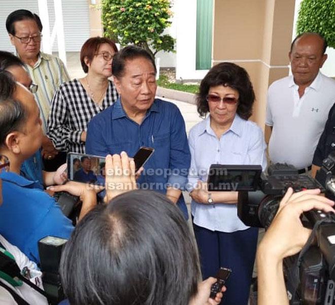 Wong dan isteri bercakap kepada media di kediaman mereka di Sibu semalam.