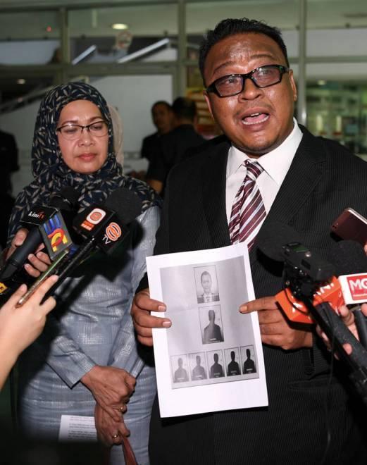 Sabariah bersama peguamnya Mohd Khairul Azam mengadakan sidang media berhubung saman terhadap SPR di Kompleks Mahkamah Shah Alam kelmarin. — Gambar Bernama