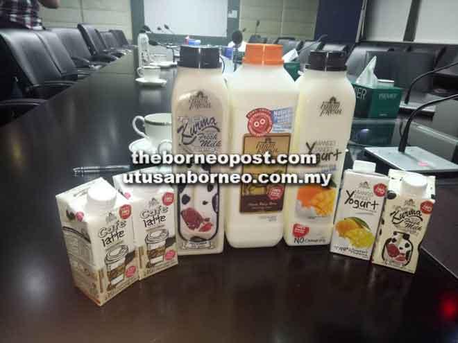 Antara produk jenama FarmFresh yang selamat diminum kecuali susu segar (tengah) yang tidak dipasarkan sementara menunggu kelulusan JPVS.