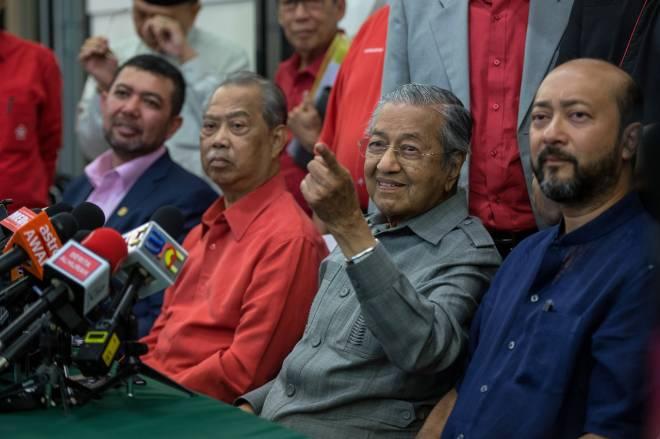 DrMahathir pada sidang media selepas mesyuarat Majlis Pimpinan Tertinggi BERSATU di Yayasan Al Bukhary hari ini. - Gambar BERNAMA.