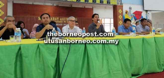 Wissly (tiga kanan) maya betuaika AGM PIBG SMK Luar Bandar No 1 Sibu, ensana.