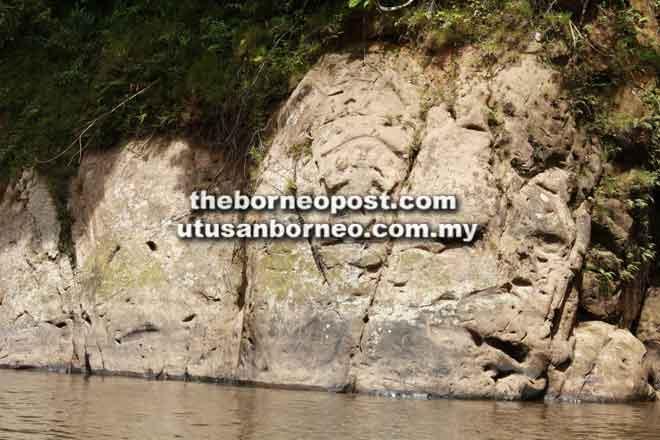 Ukiran batu oleh manusia zaman batu atau Paro'u Ateng di Pa Upan.
