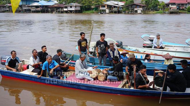 Tradisi mengarak serahang di sungai masih lagi diamalkan oleh penduduk Kampung Sungai Ud.