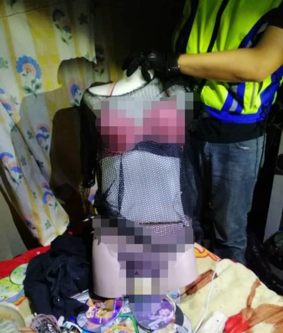 Patung seks yang dijumpai dalam bilik suspek.
