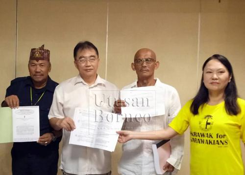 (Dari kanan) Soo, Peter, Ng dan Alim pada sidang media mengenai penganjuran 'Perhimpunan Negara Sarawak' yang akan diadakan pada 28 April ini.