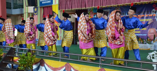 Persembahan penari SMK Dap berjaya memukau para juri untuk dinobatkan sebagai juara.
