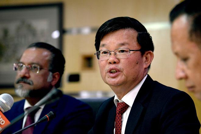 Chow pada sidang media di Kompleks Tun Abdul Razak (KOMTAR) di George Town, semalam. — Gambar Bernama