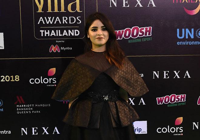 Gambar fail bertarikh 24 Jun 2018 ini menunjukkan  Zaira Wasim semasa tiba untuk Anugerah  IIFA sempena festival International Indian Film Academy (IIFA) yang ke-19 di Siam Niramit Theatre di Bangkok.  — Gambar AFP