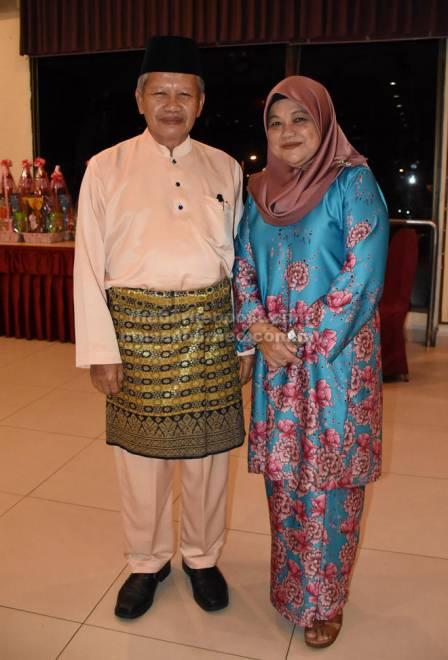 Mohamad dan isteri merupakan tetamu kehormat Majlis Ramah-Tamah Gawai-Raya PPKS, baru-baru ini.