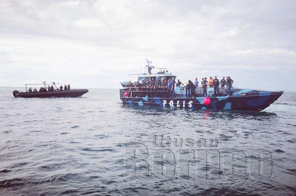 OMAR dan rombongan melawat perairan Kulapuan yang dikatakan sebagai lokasi kejadian dan tempat ketiga-tiga mayat ditemui.