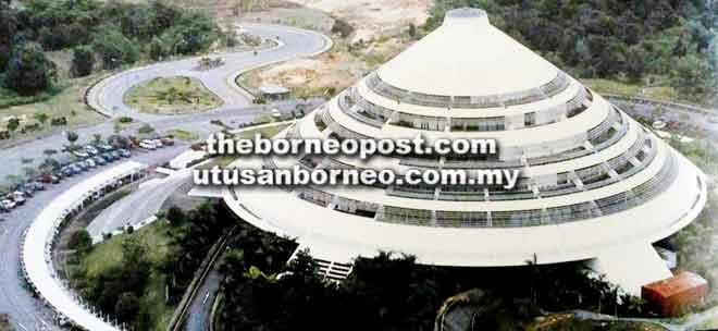 Pejabat pentadbiran menempatkan beberapa jabatan dan agensi kerajaan termasuk penggerak pembangunan bandar Bintulu iaitu Lembaga Kemajuan Bintulu (BDA).