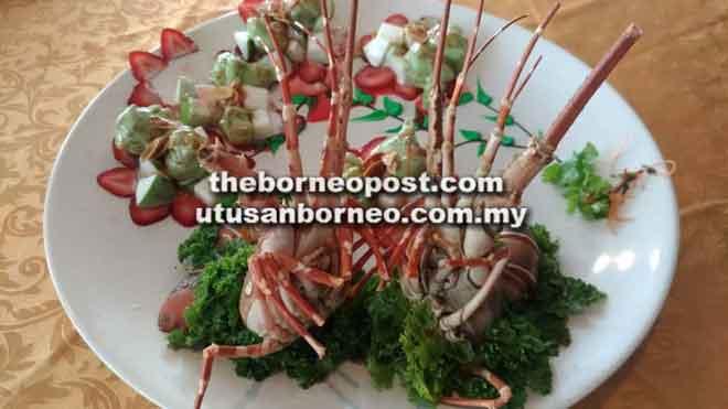 Pilihan menu 'Avocado Lobster'.