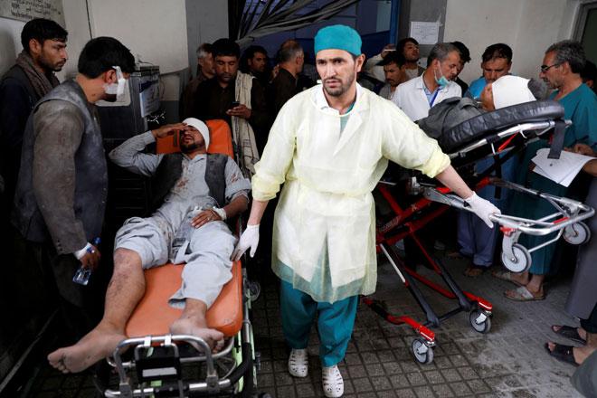 Beberapa lelaki yang cedera dibawa ke hospital selepas bom kereta meletup berhampiran pintu masuk sebuah balai polis di barat Kabul di Afghanistan semalam. — Gambar Reuters